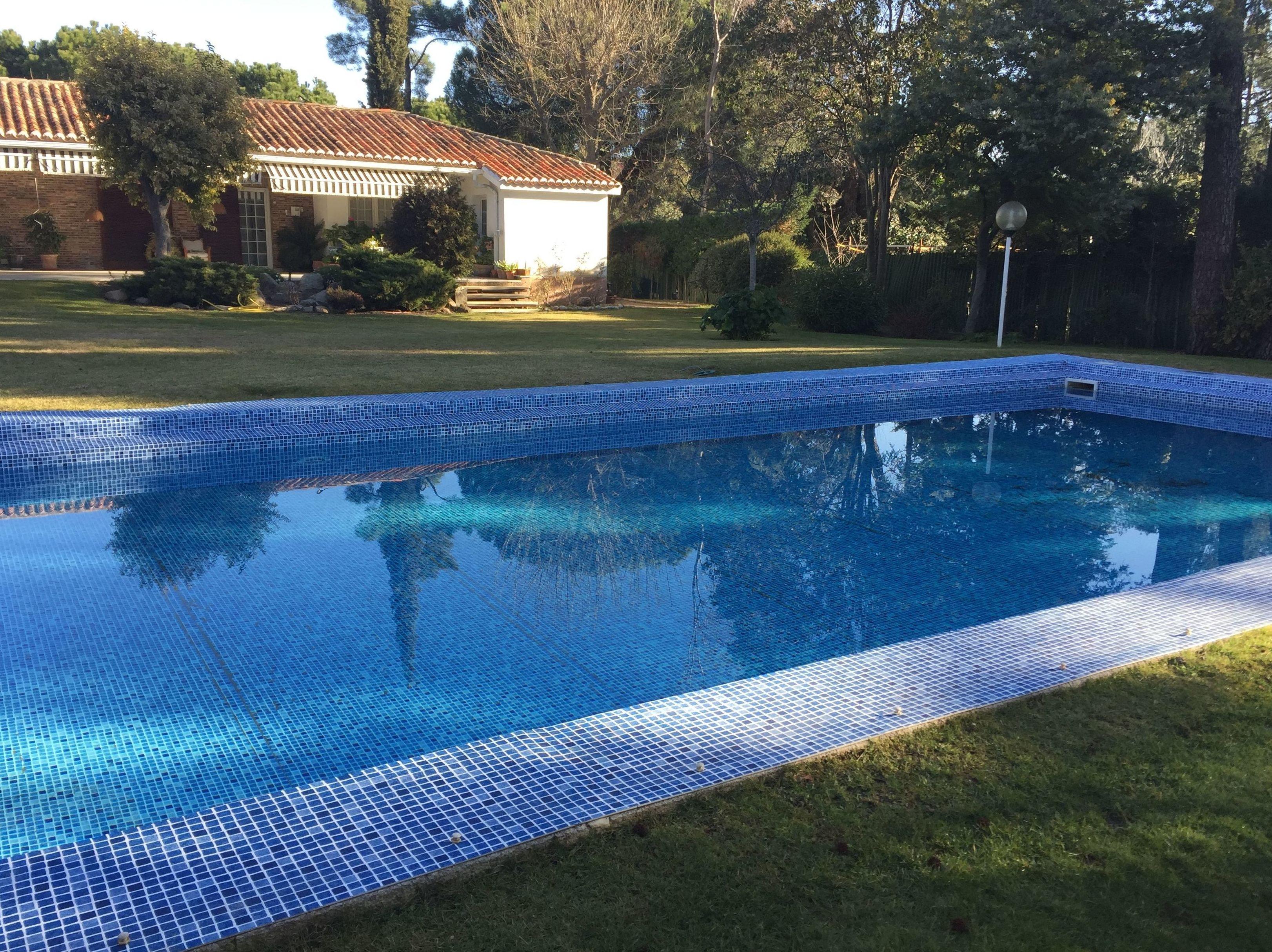 L mina armada nuestros servicios de ocio piscinas for Lamina armada para piscinas precios