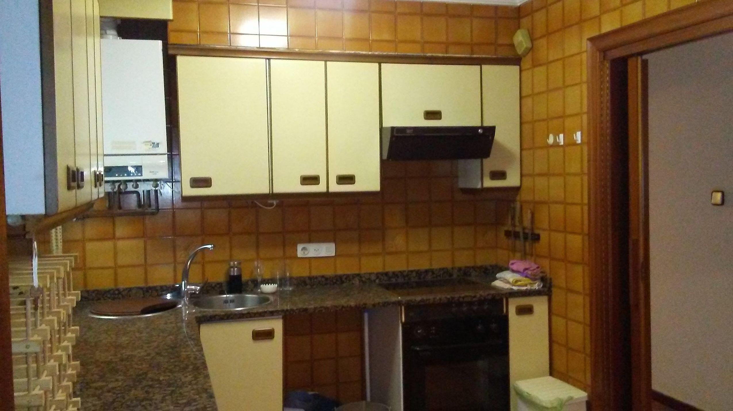 Centrico piso en calle Guevara: Inmobiliaria y Reformas de InmoHappy Santander