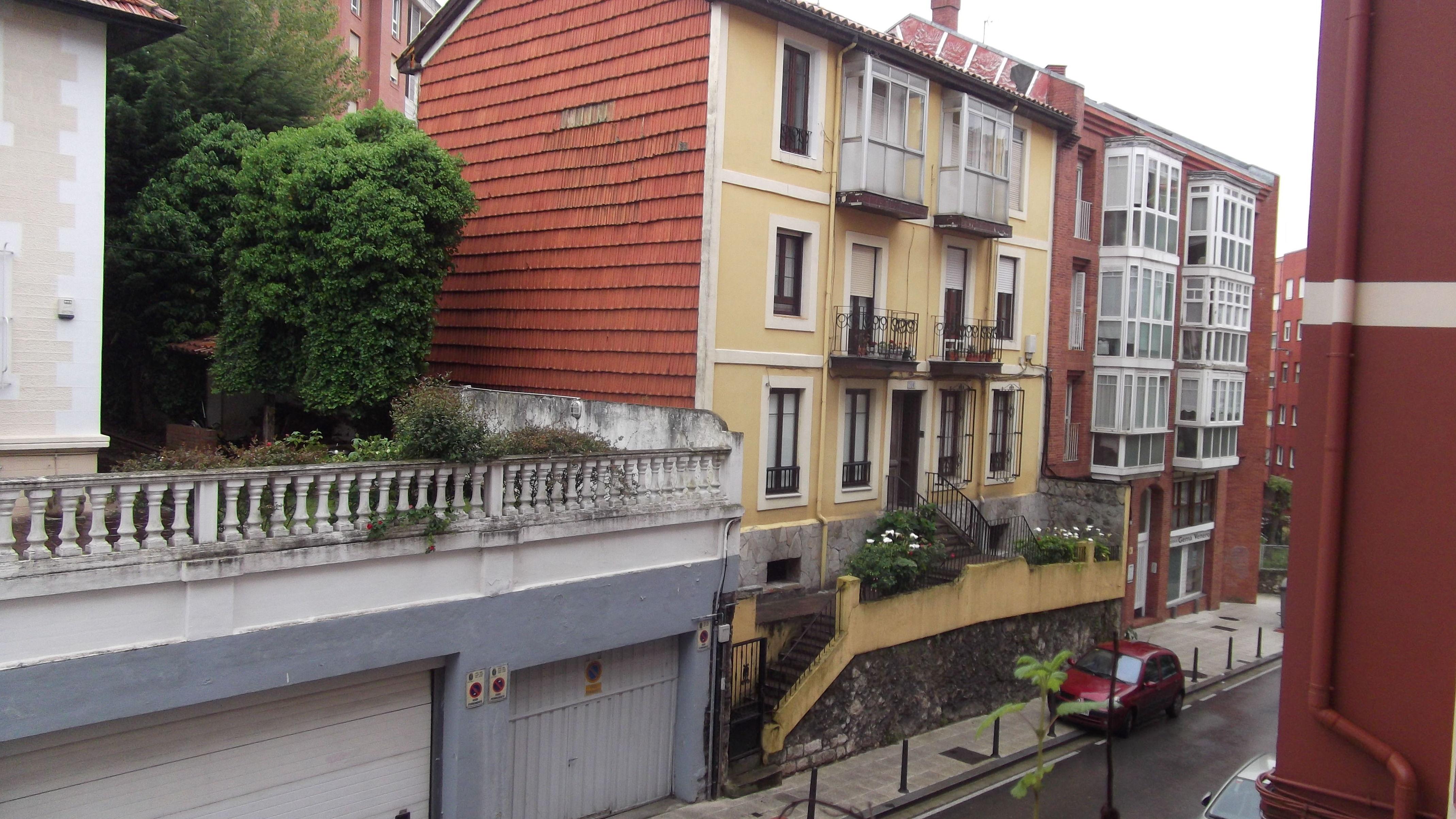 Piso en Cisneros: Inmobiliaria y Reformas de InmoHappy Santander
