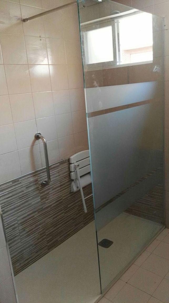 Cambio de bañera por plato de ducha: Inmobiliaria y Reformas de InmoHappy Santander