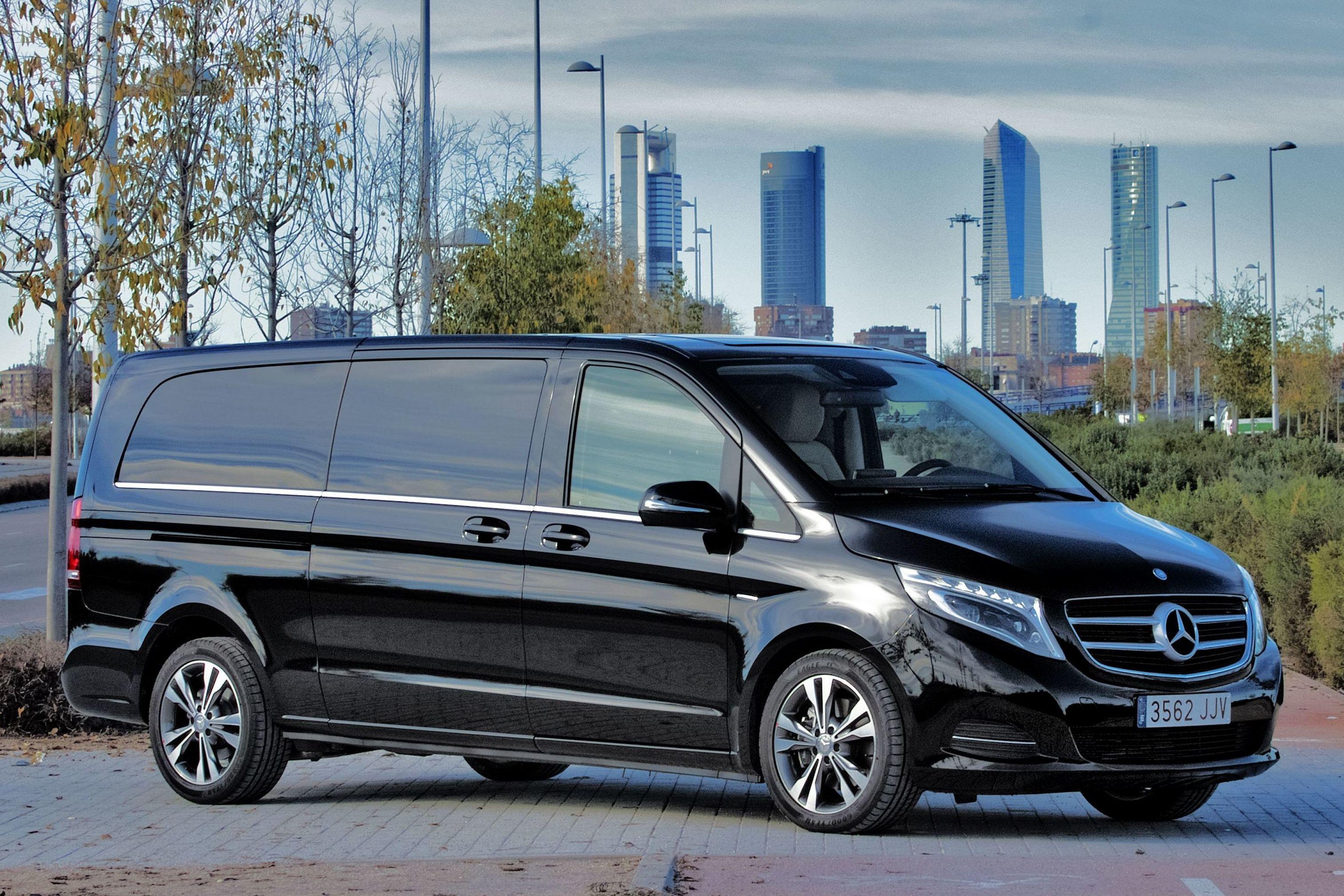 Foto 17 de Alquiler de vehículos con conductor en Madrid | Black Cars Spain