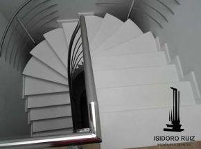 Escalera en Stone Quartz pulido