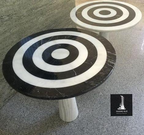 Mesas auxiliares realizadas en mármol Negro Marquna vs Blanco Macael con pie en mármol
