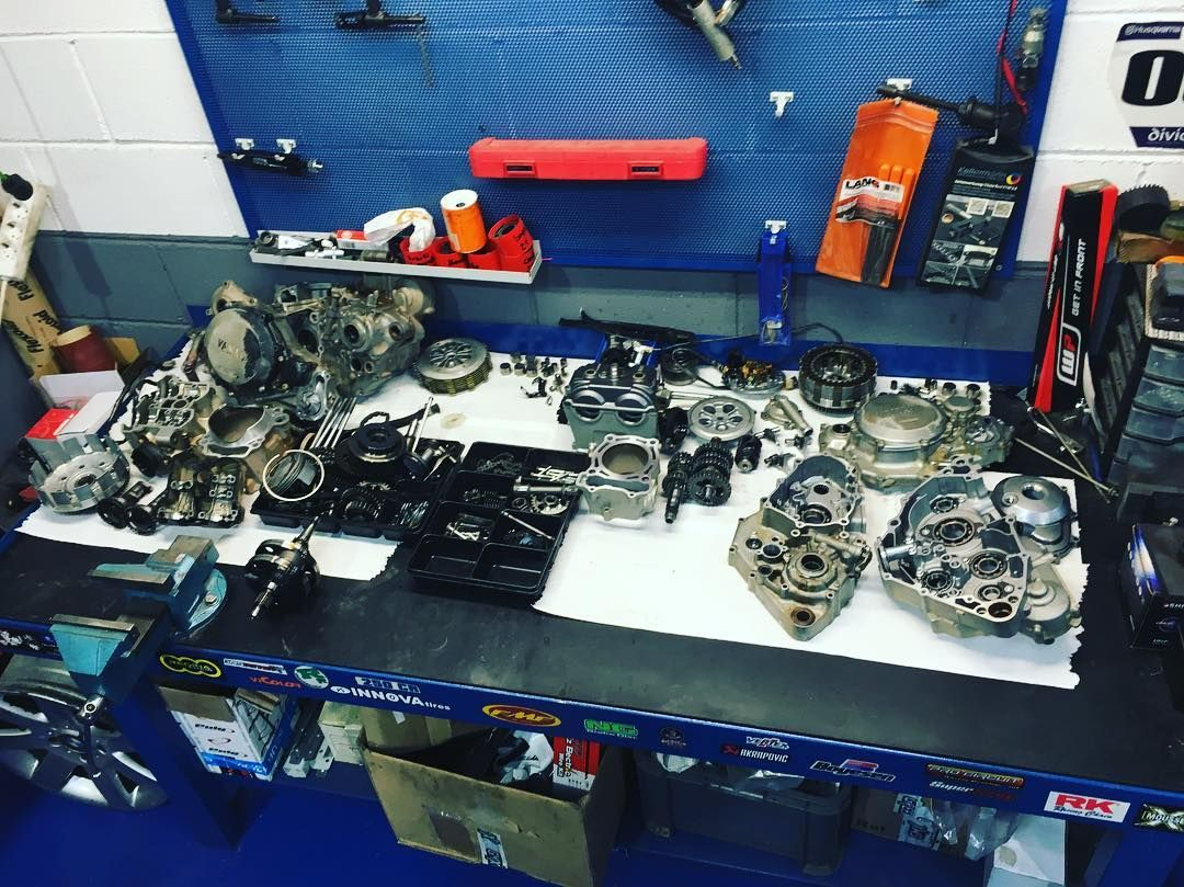 Venta, mantenimiento, revisiones, repuestos ...especialistas en motos