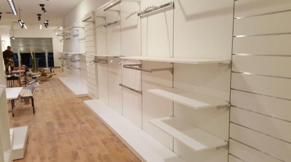 Estanterías para tienda de ropa en Barcelona.