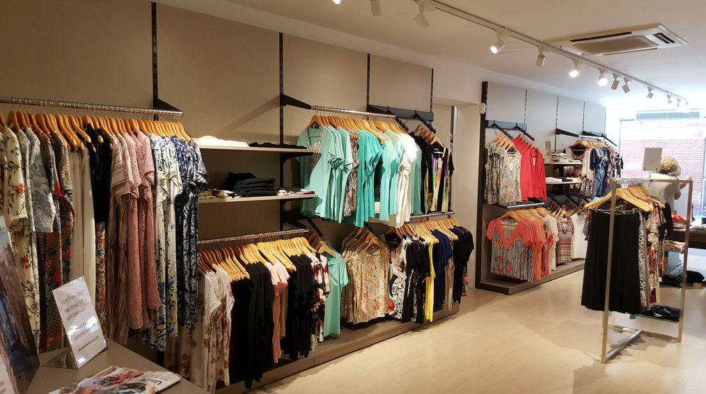 Mobiliario tienda de ropa barato en Barcelona