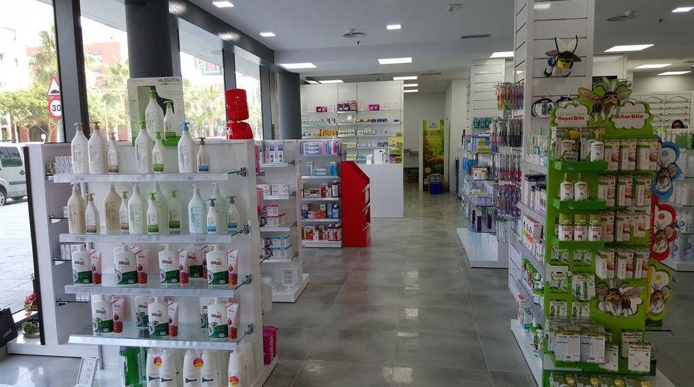 Góndola para farmacia en Barcelona.
