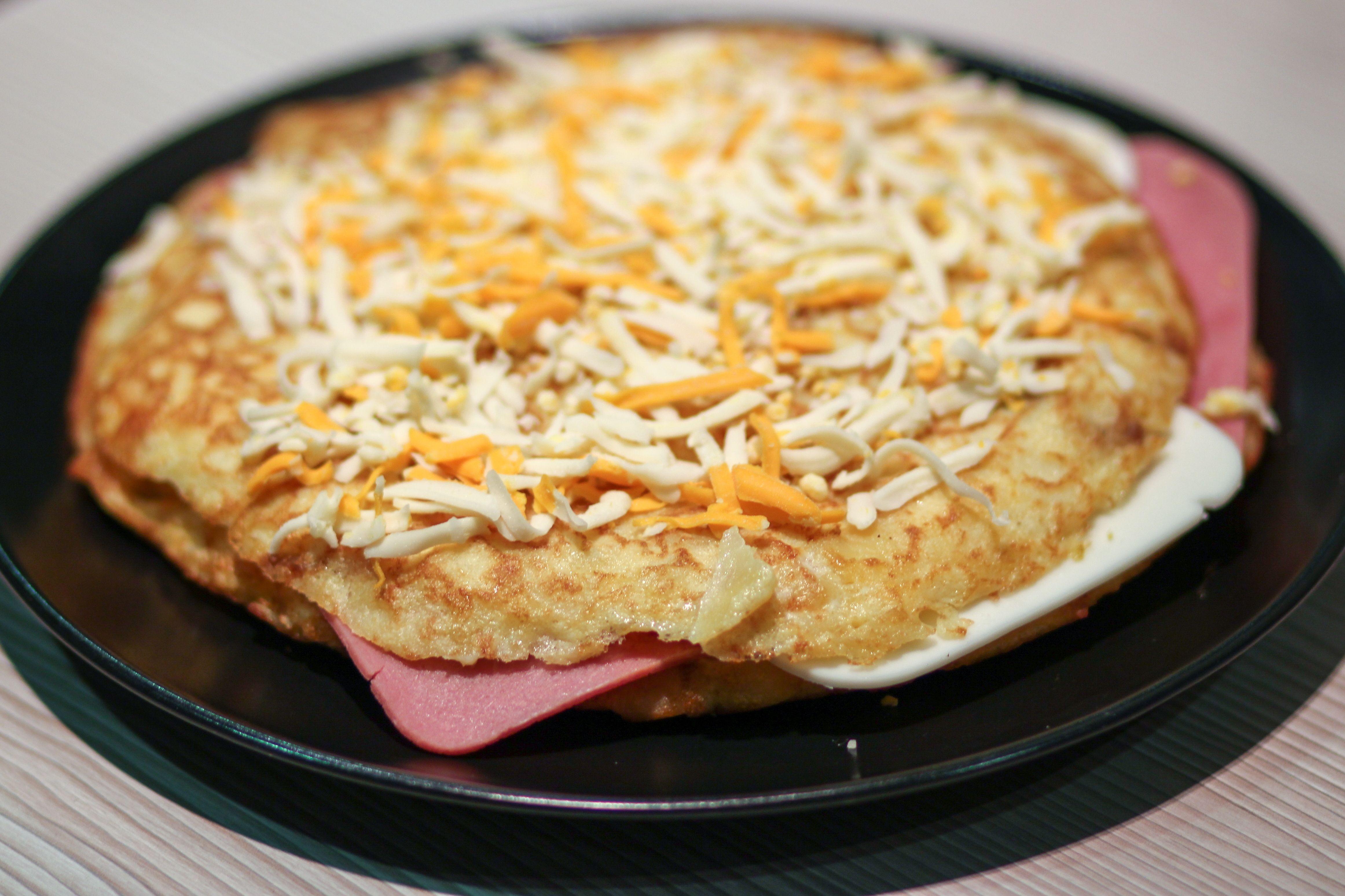 Tortilla de patatas con jamon y queso