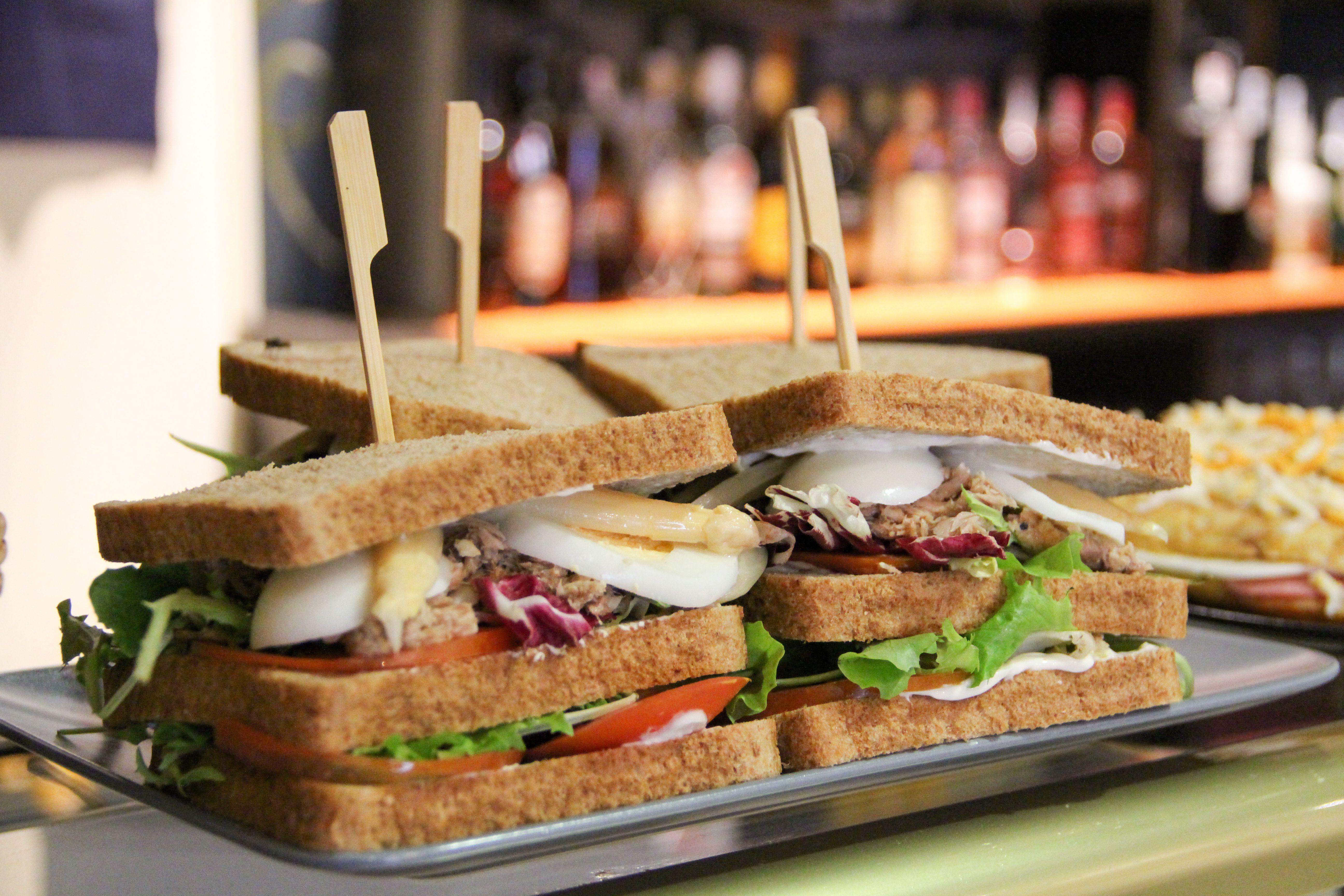 Sandwich vegetal con atún