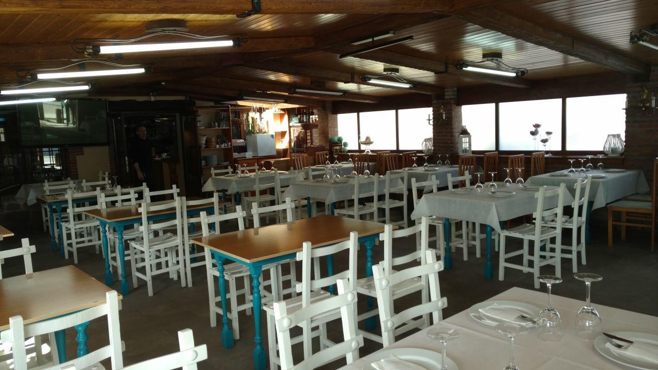 Amplio comedor en El Restaurante Asador El Pozo en Santander