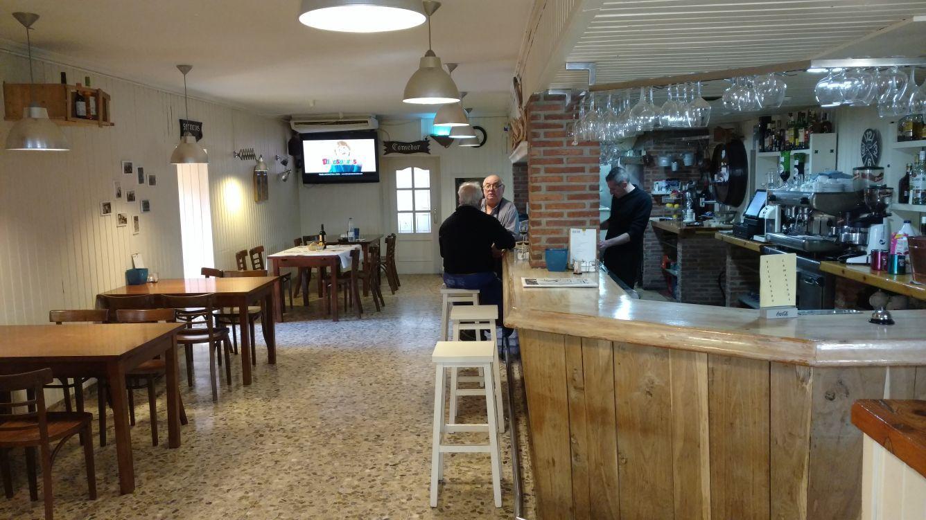 Gran variedad de tapas en barra en El Restaurante Asador El Pozo en Santander