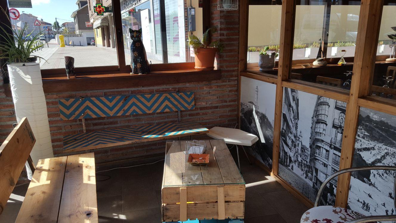 Terraza cerrada en El Restaurante Asador El Pozo en Santander