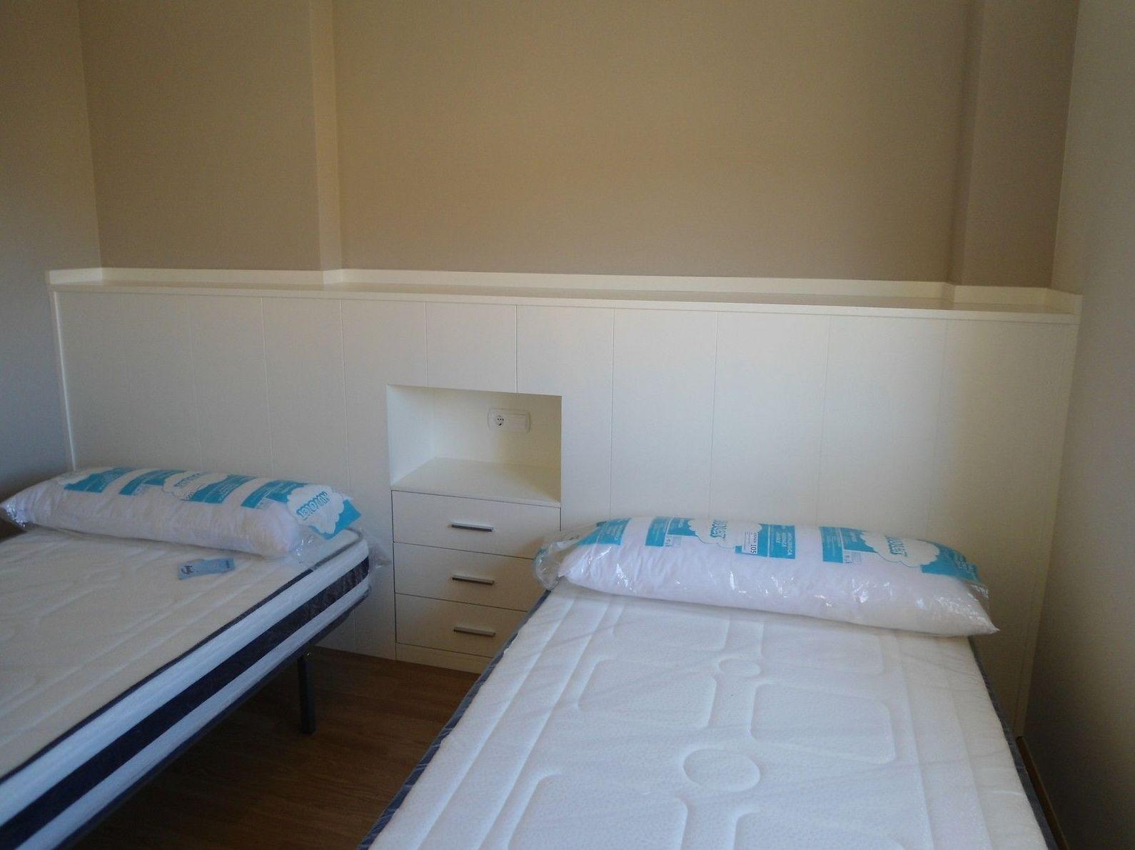 Cabecero de cama con mesita integrada CON MESITA INTEGRADA