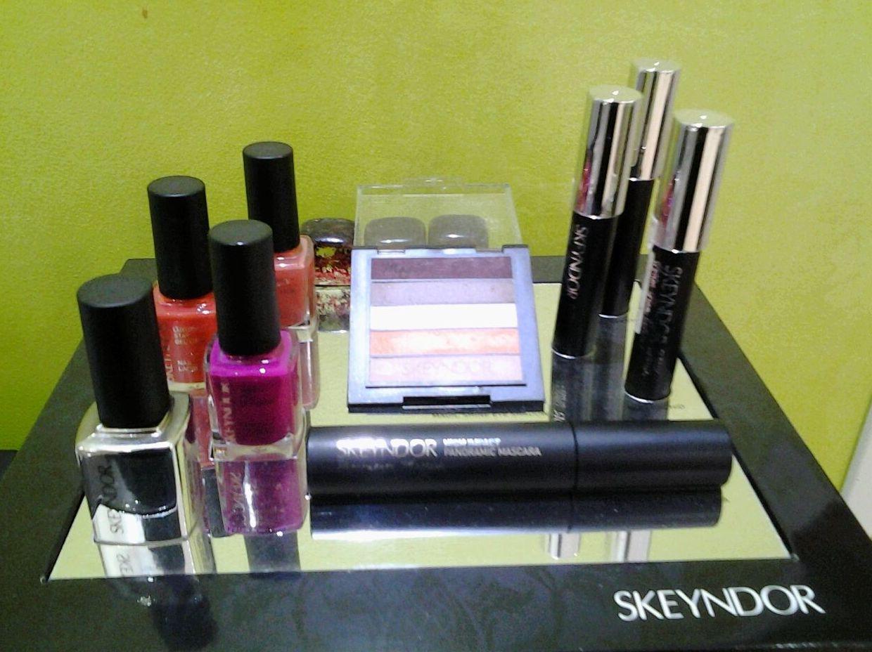 Paca Mayone, manicura y maquillaje