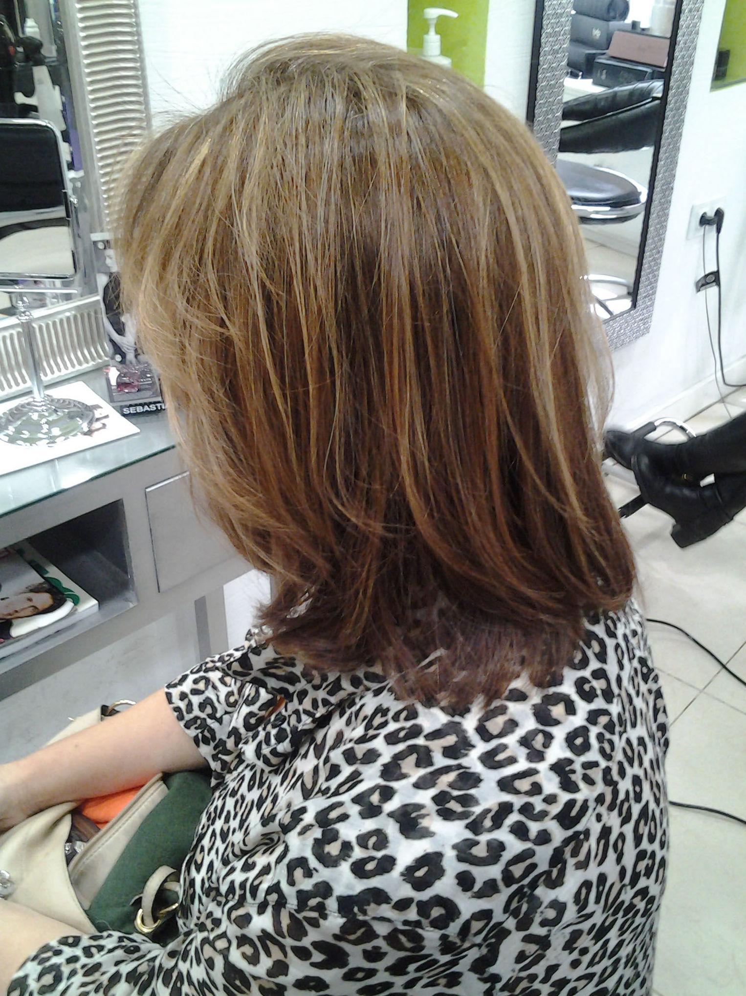 Melena lisa peinada en nuestra peluquería