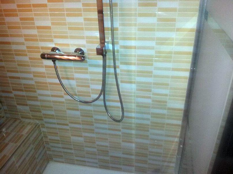 Reformas de baños, cambio de bañeras por platos de ducha