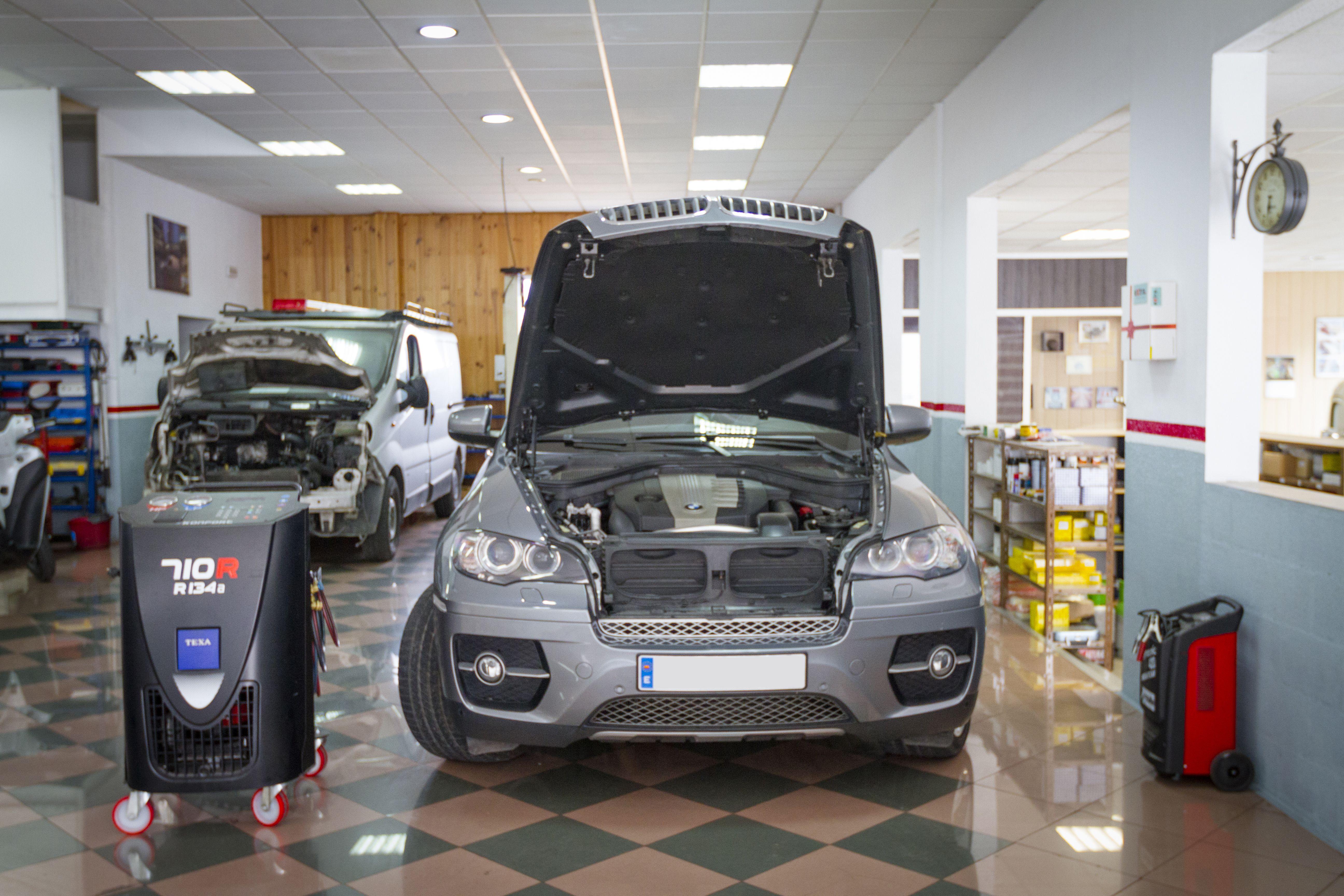 Foto 3 de Taller de automóviles en Rincón de la Victoria | Talleres Jimena - Servicio Multimarca S.L.