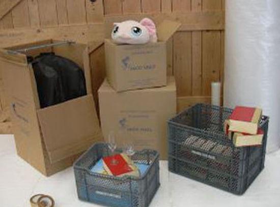 Cajas plástico: Servicios y flota de Mudanzas Paco Valls