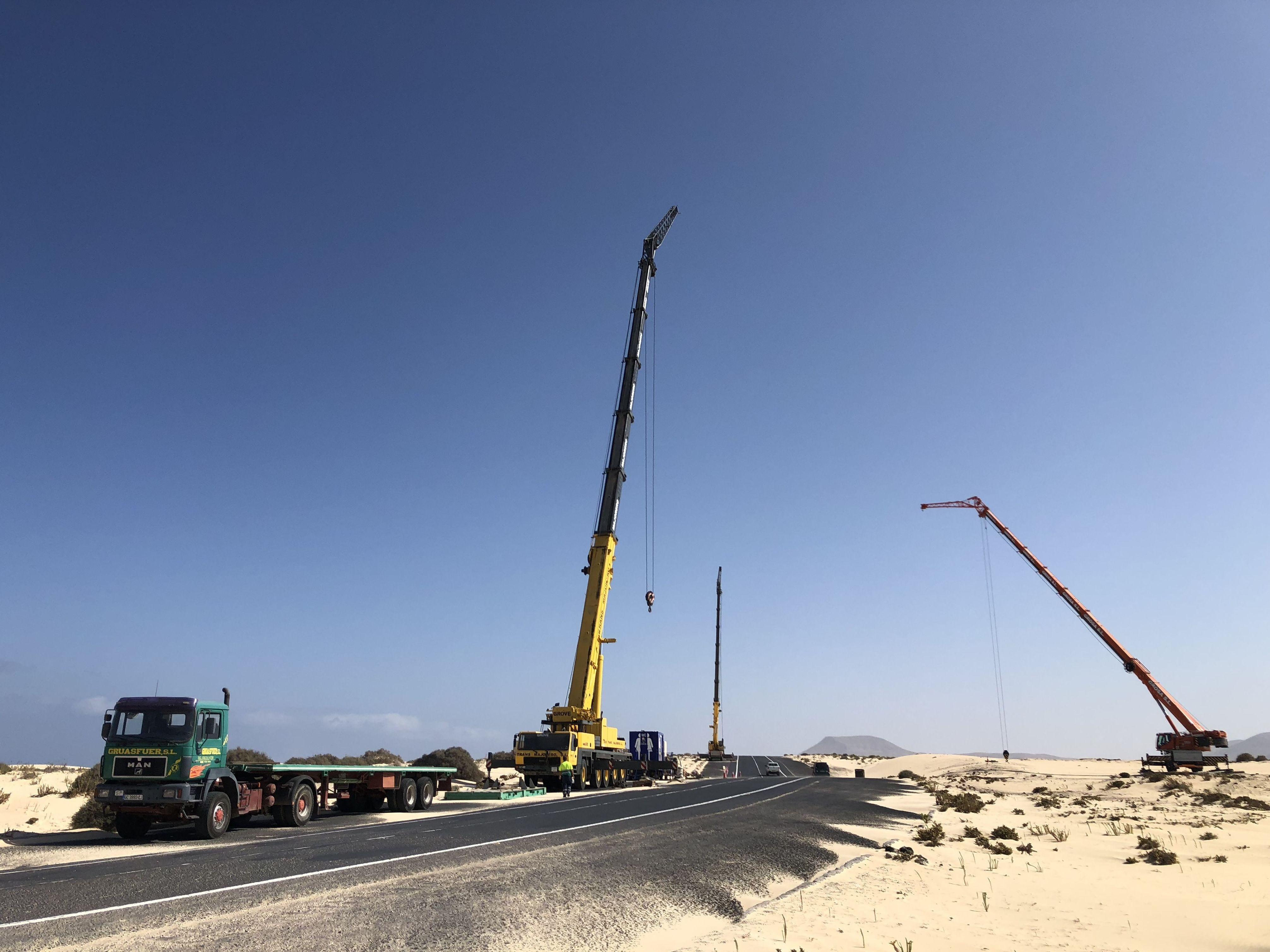 Foto 1 de Grúas y excavaciones en Puerto del Rosario | Grúasfuer S.L.