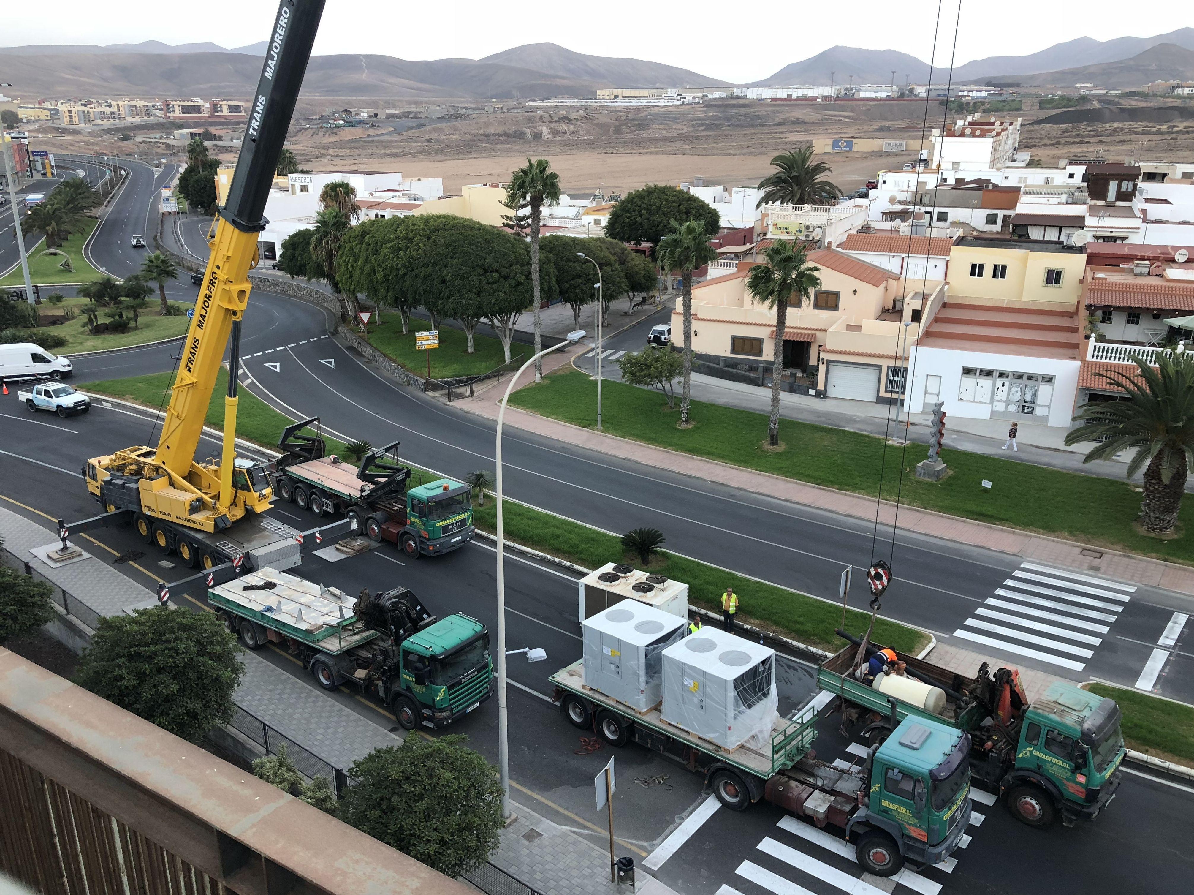 Foto 2 de Grúas y excavaciones en Puerto del Rosario | Grúasfuer S.L.