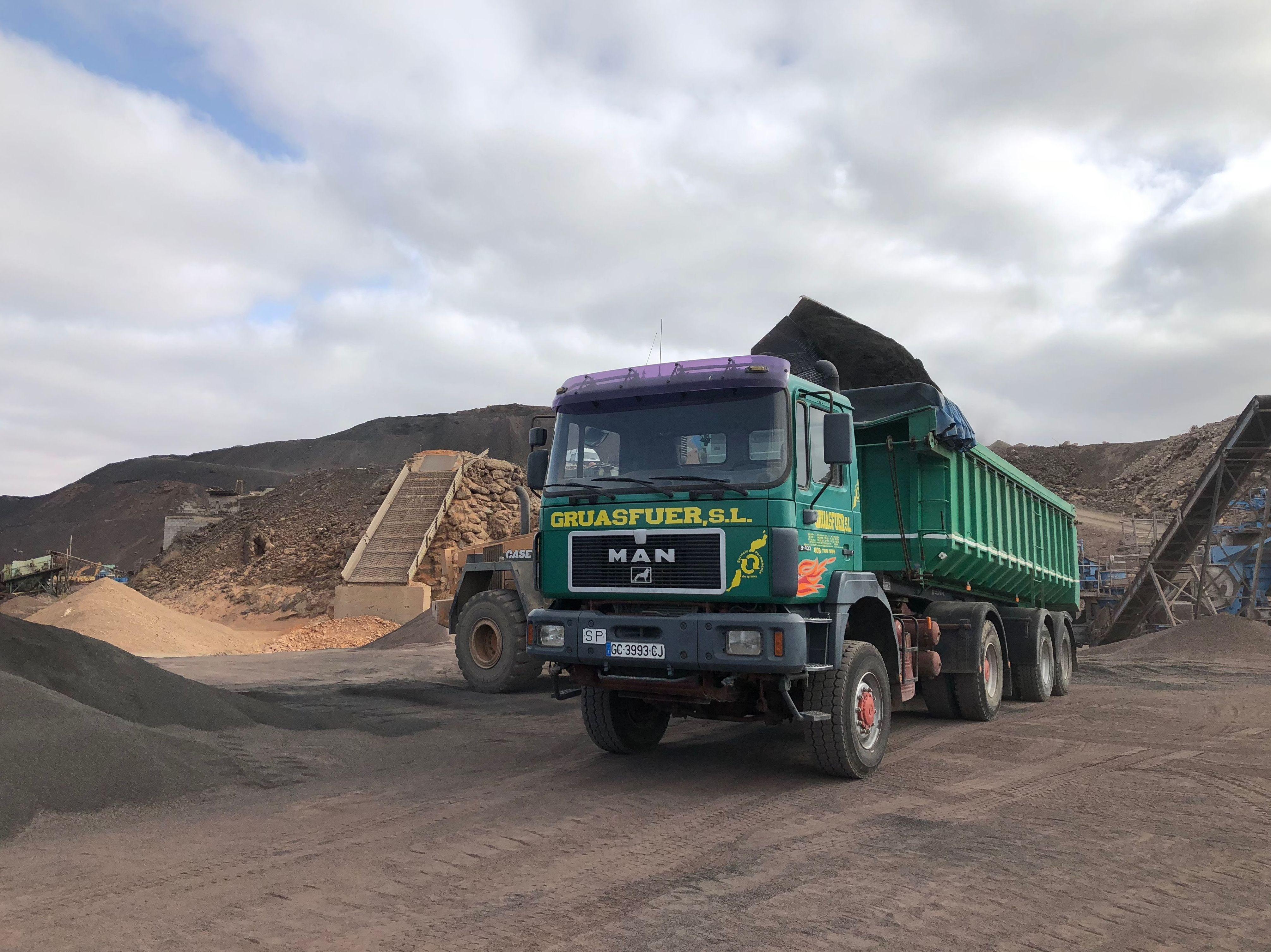 Foto 19 de Grúas y excavaciones en Puerto del Rosario | Grúasfuer S.L.