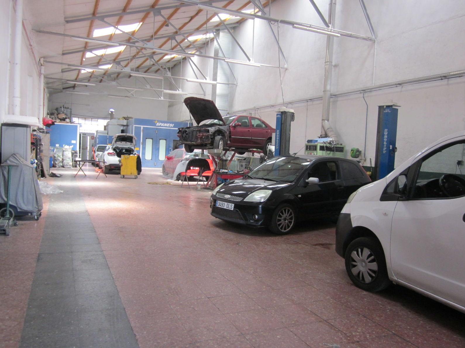 Foto 1 de Talleres de chapa y pintura, mecánica y electricidad en Fuenlabrada | TALLERES BRAVOCAR, S.L.
