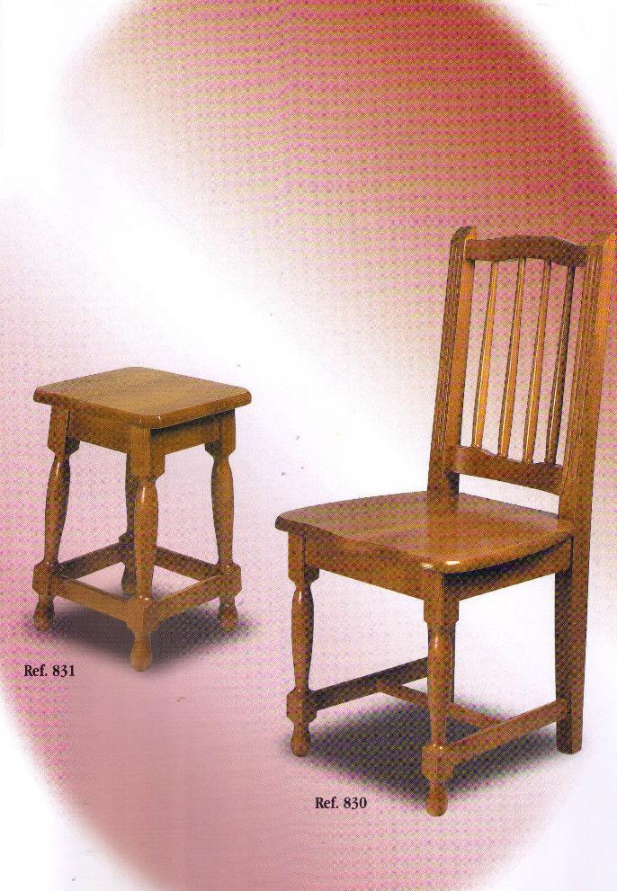 Sillas y taburetes con diferentes tipos de madera