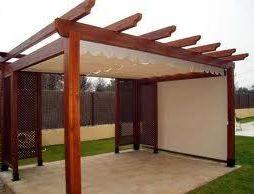 Pérgola con estructura de madera
