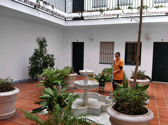 Foto 2 de Limpieza (empresas) en Sevilla | Limpiezas en Sevilla Doble Jota