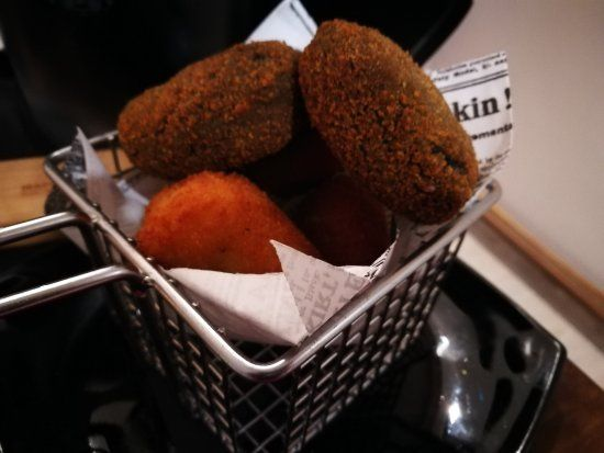 Auténticas croquetas de la casa: Carta de Xinvic