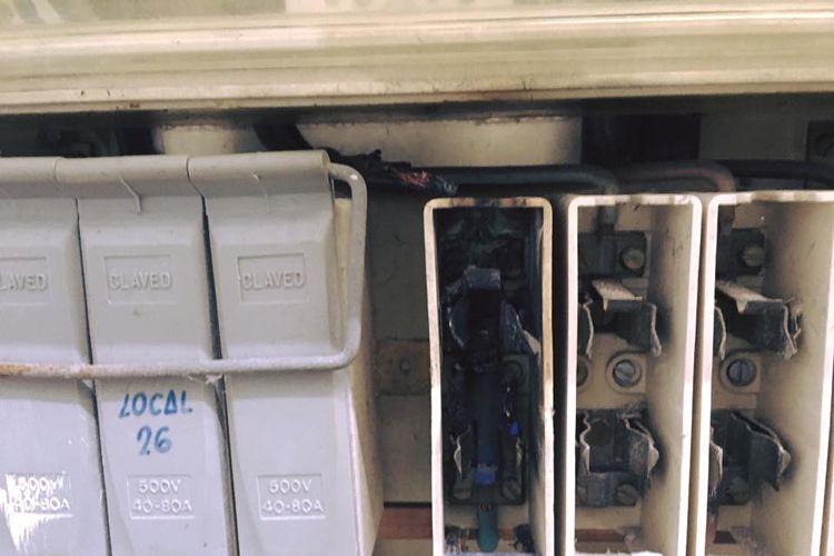 Fusible quemado en cuarto de contadores