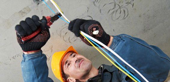Reparaciones e instalaciones eléctricas en viviendas y comercios: Productos y servicios de Electricidad Torrelodones