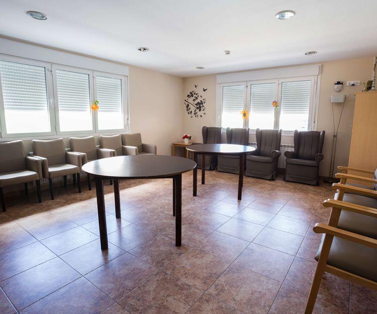 Hogar residencia para las personas mayores con un ambiente familiar