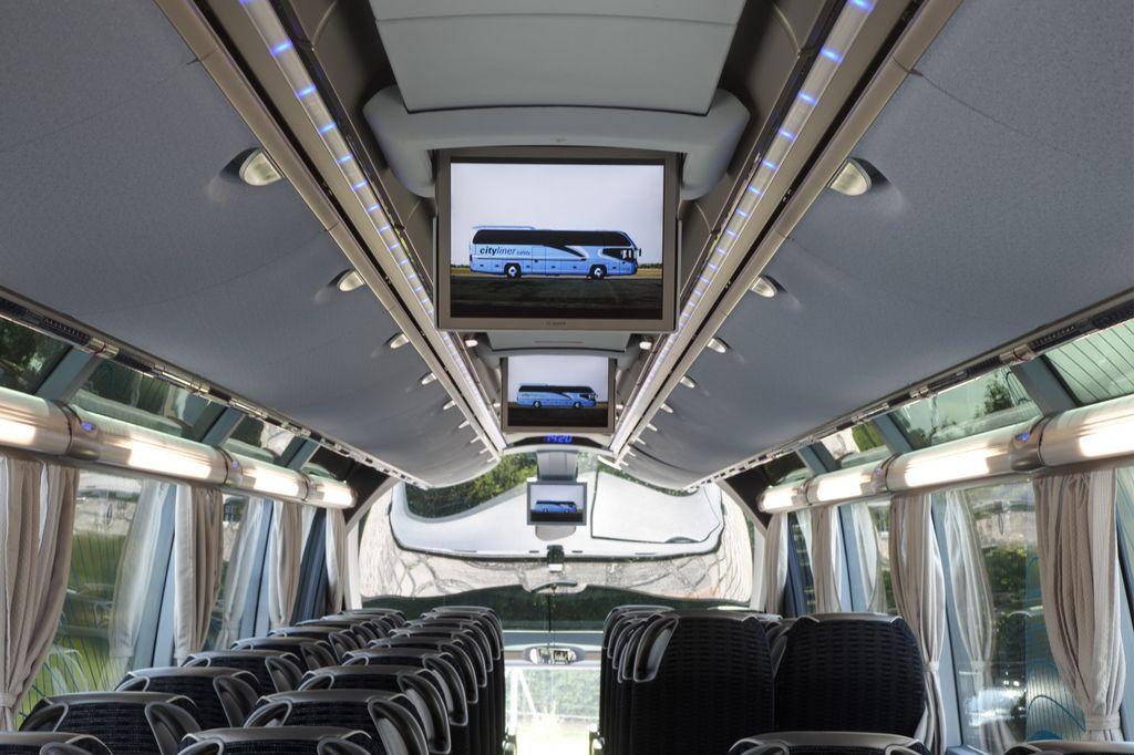 Servicio de transporte turístico con autocares de lujo