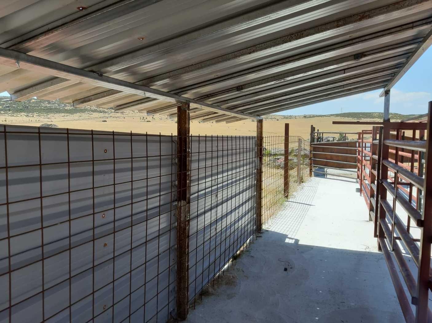 Instalación y reparación de vallados y techados en fincas en Ávila