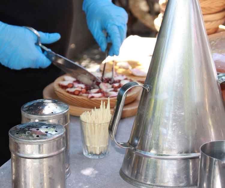 Preparación de pulpo para eventos en Ibiza