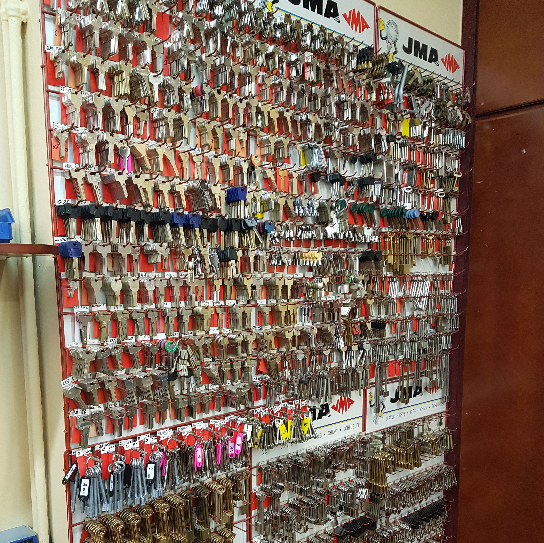 Foto 3 de Cerrajería en    SEGUR - HOGAR