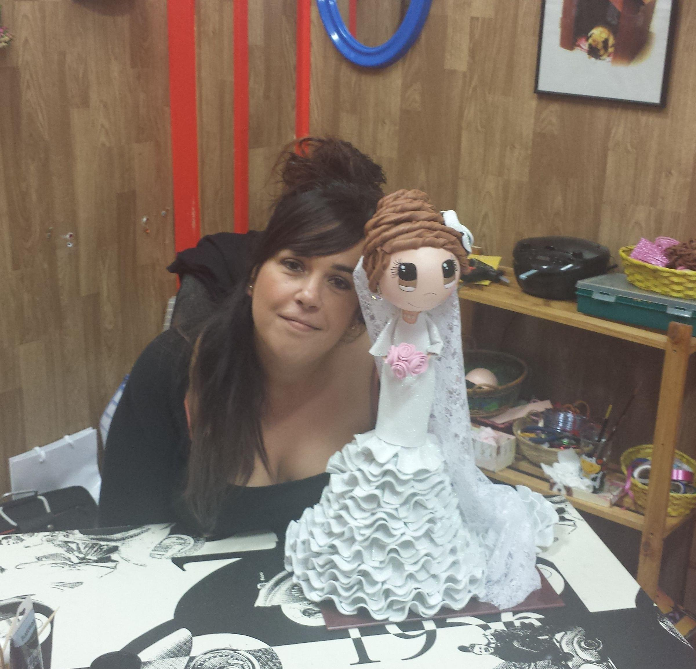 Muñeca fofucha vestida de novia