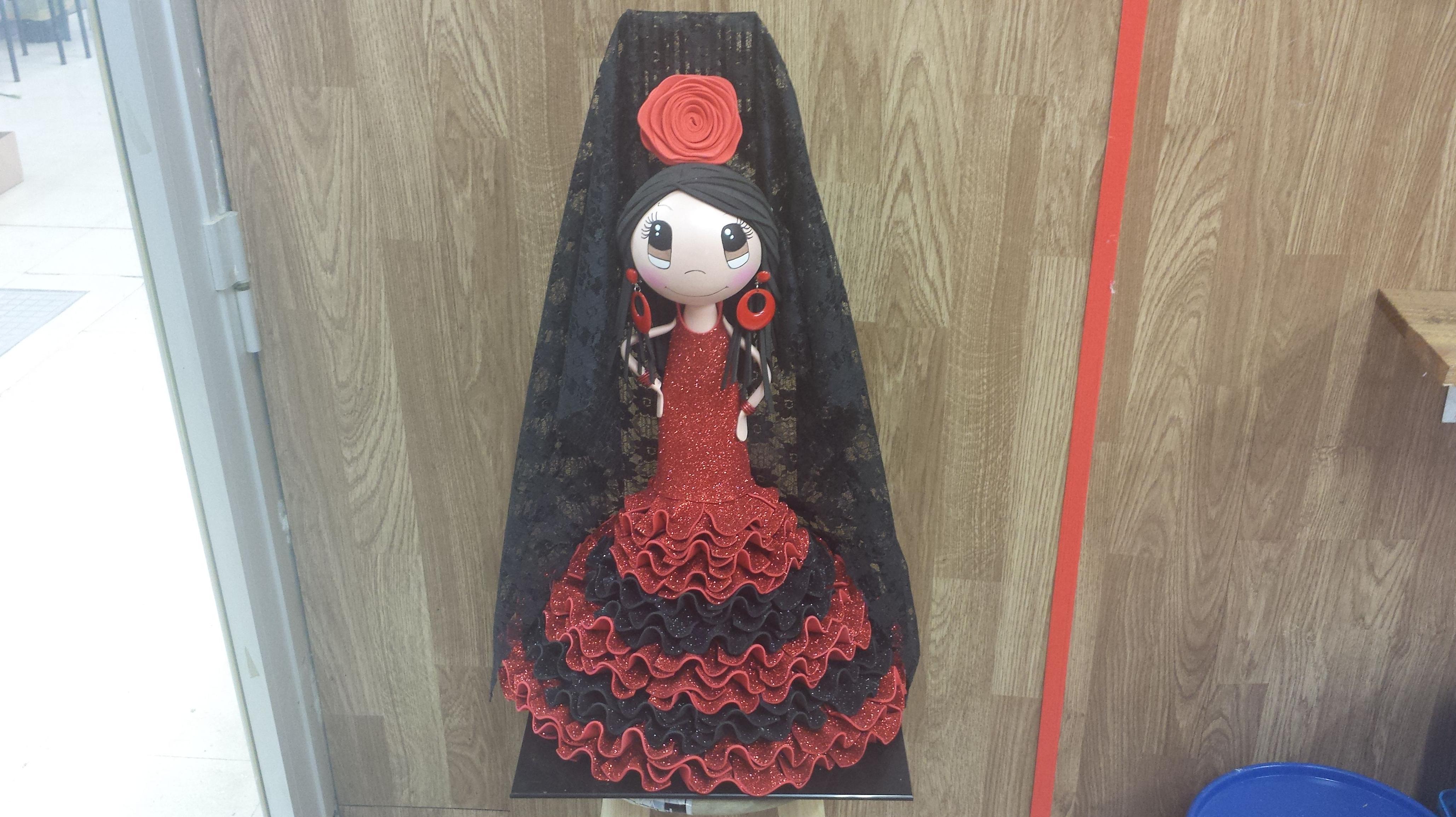 Muñeca fofucha con traje de sevillana