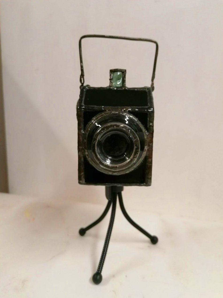 Camara de foto Lumiere. vidrio/cobre/estaño. 13x8x13cm. 566gr. 875€.
