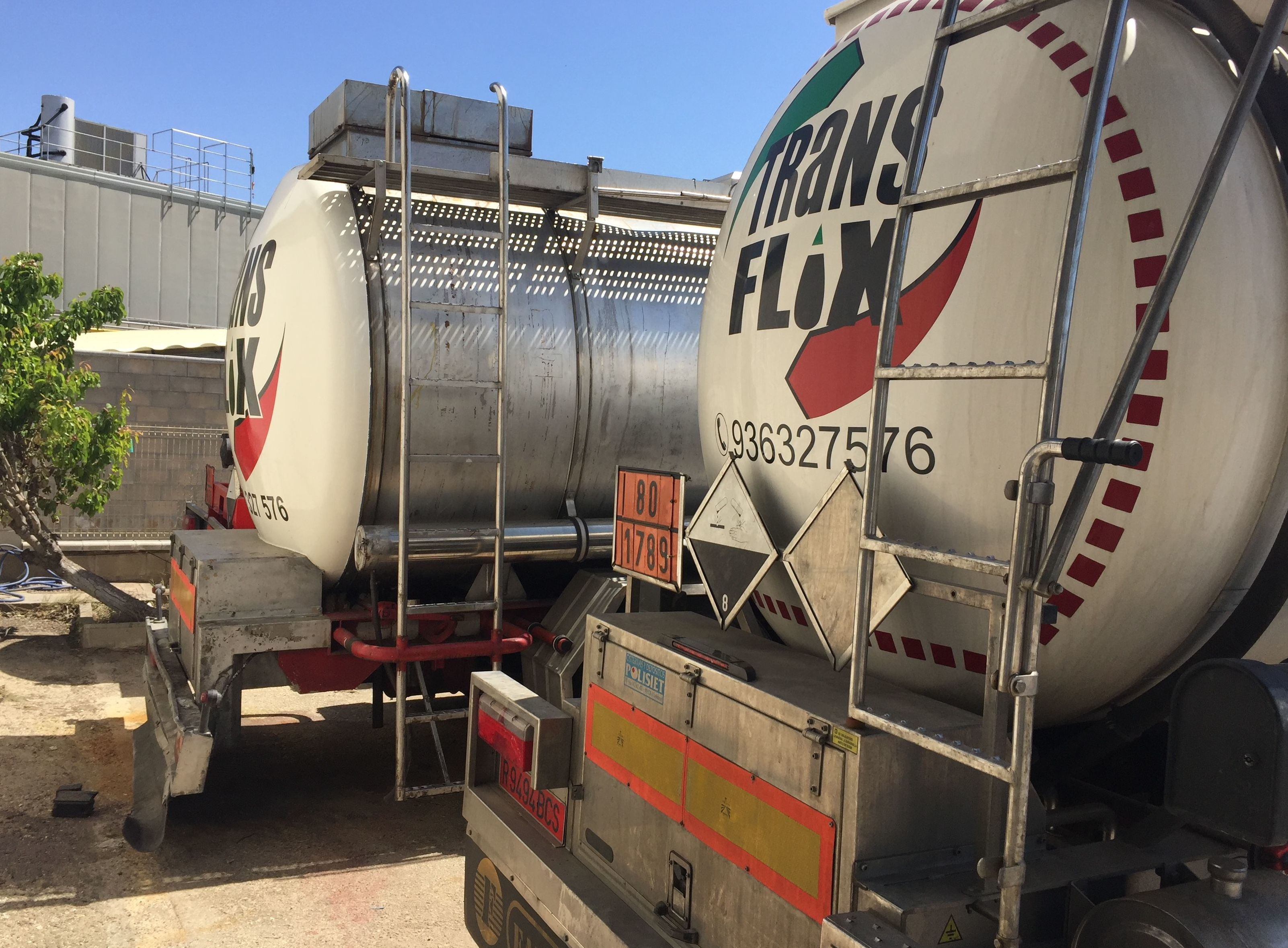 Transporte en cisternas: Servicios de Transportes Flix, S.A.