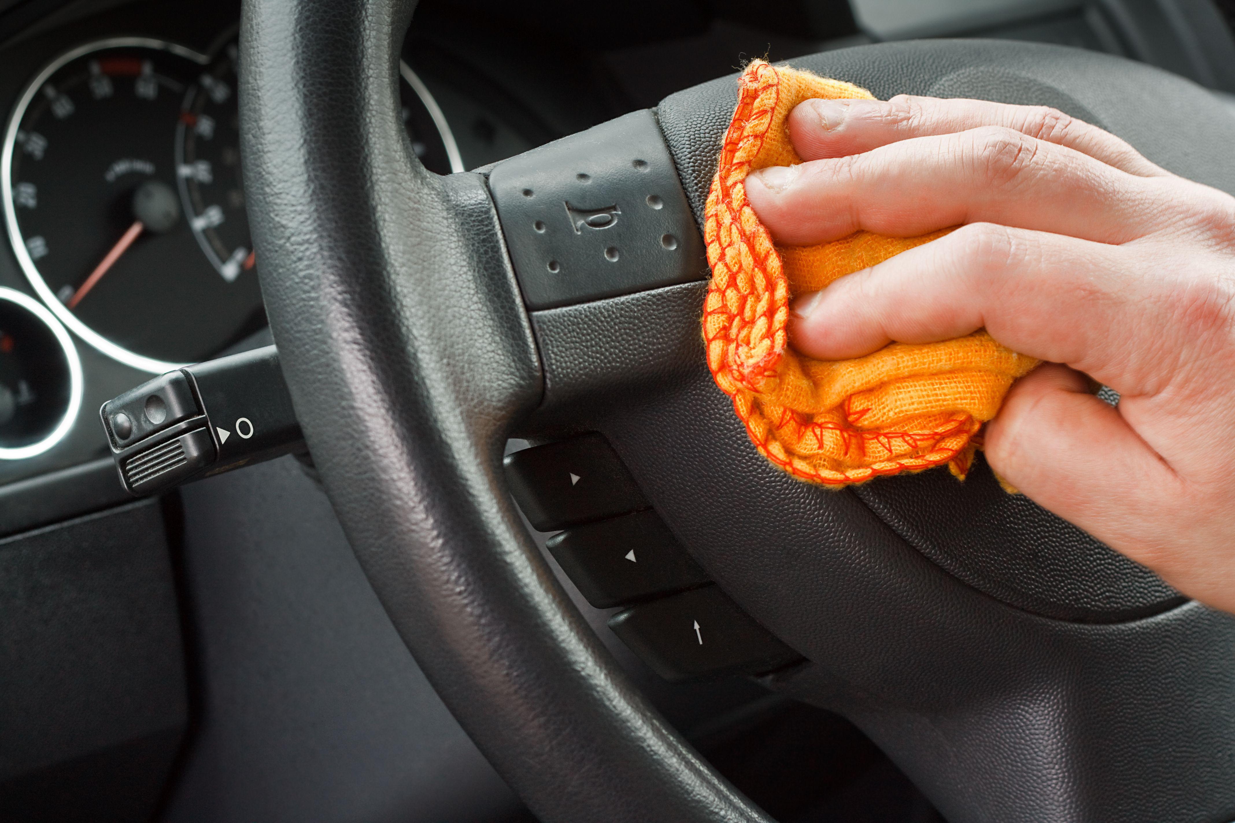 Cuidamos todos los detalles tanto dentro como fuera d de tu vehículo