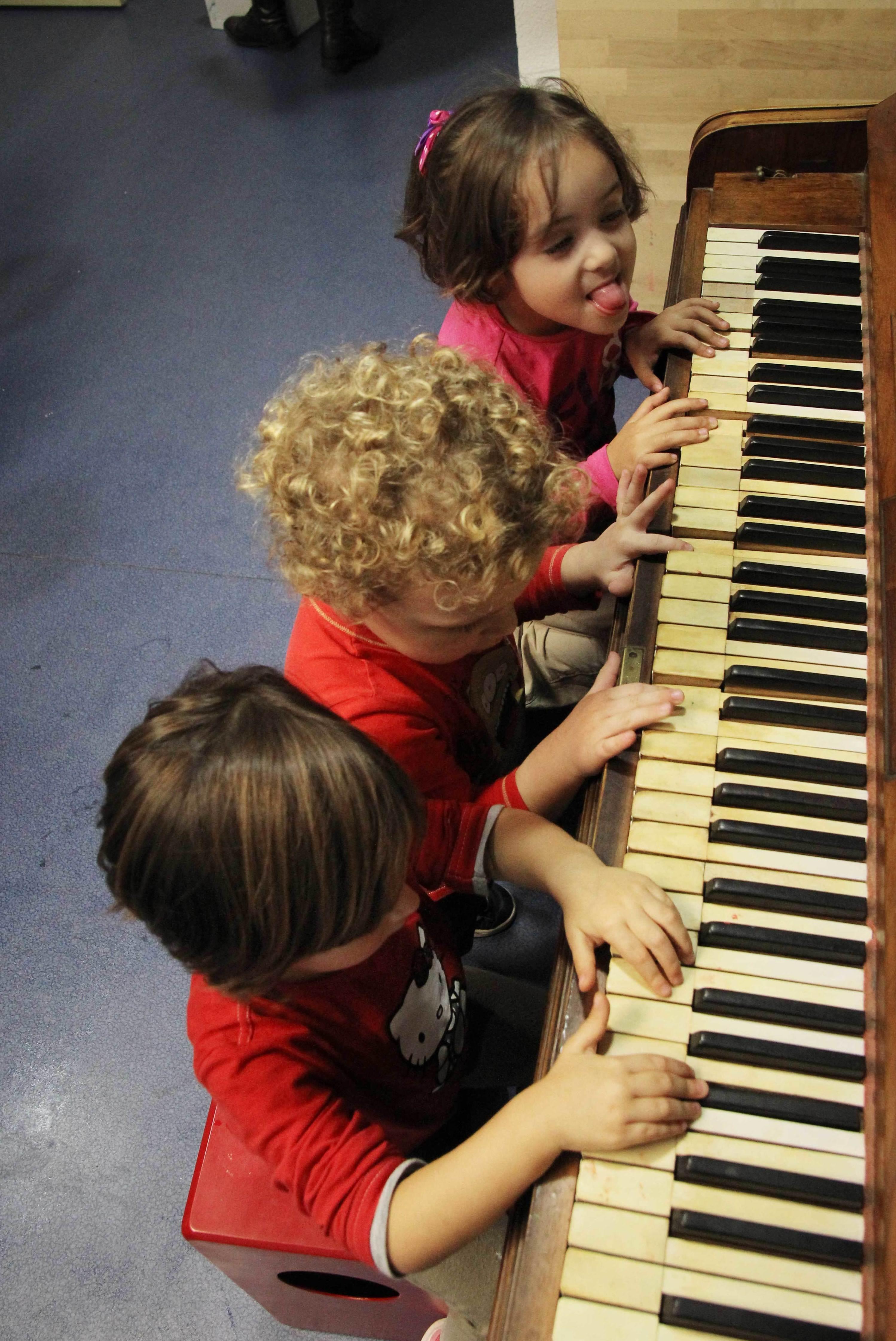 Foto 29 de Escuelas de música, danza e interpretación en Santa Cruz de Tenerife | Café Teatro Rayuela