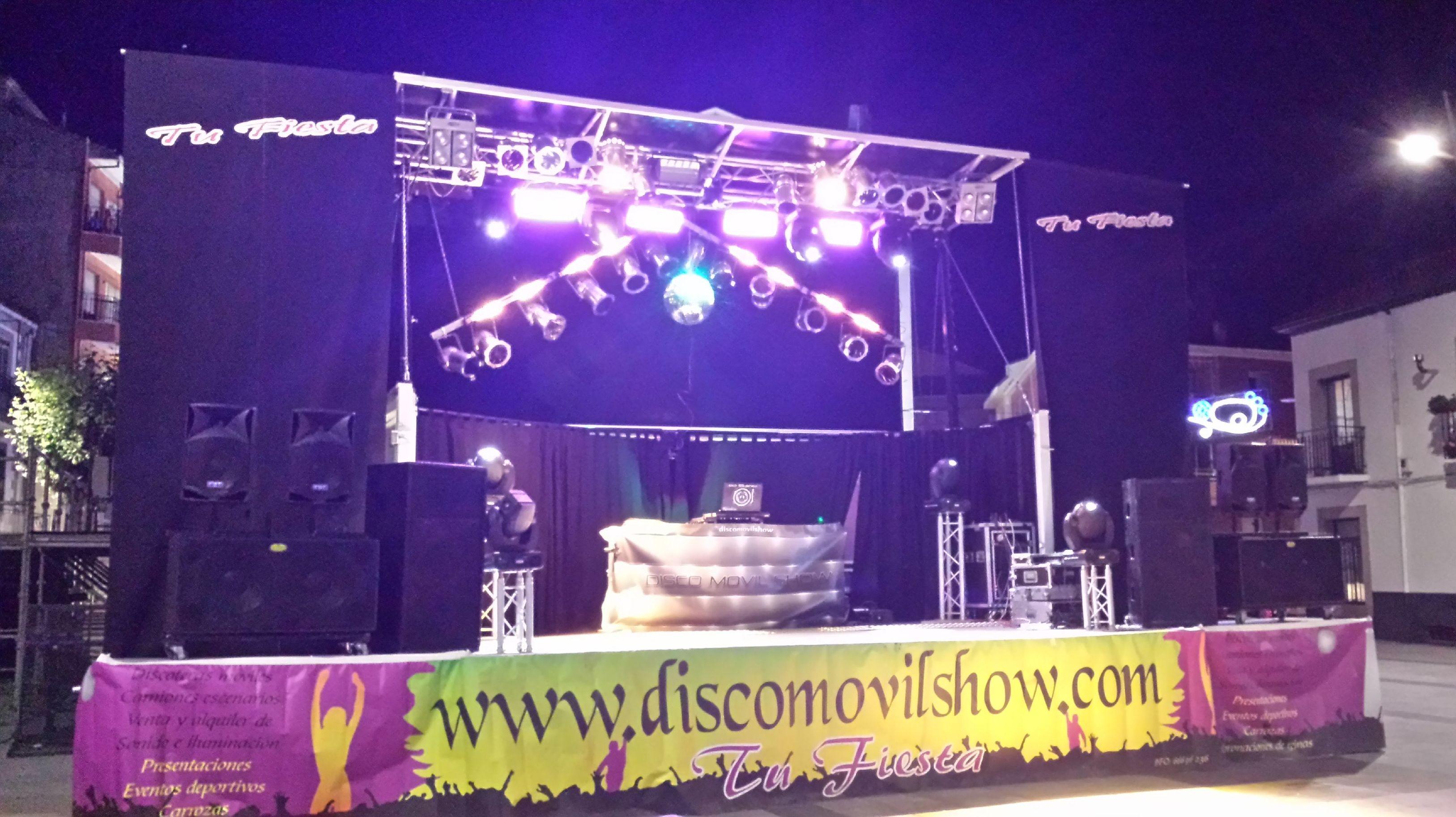 """Camión escenario """"L"""": Servicios de Disco Móvil Show"""