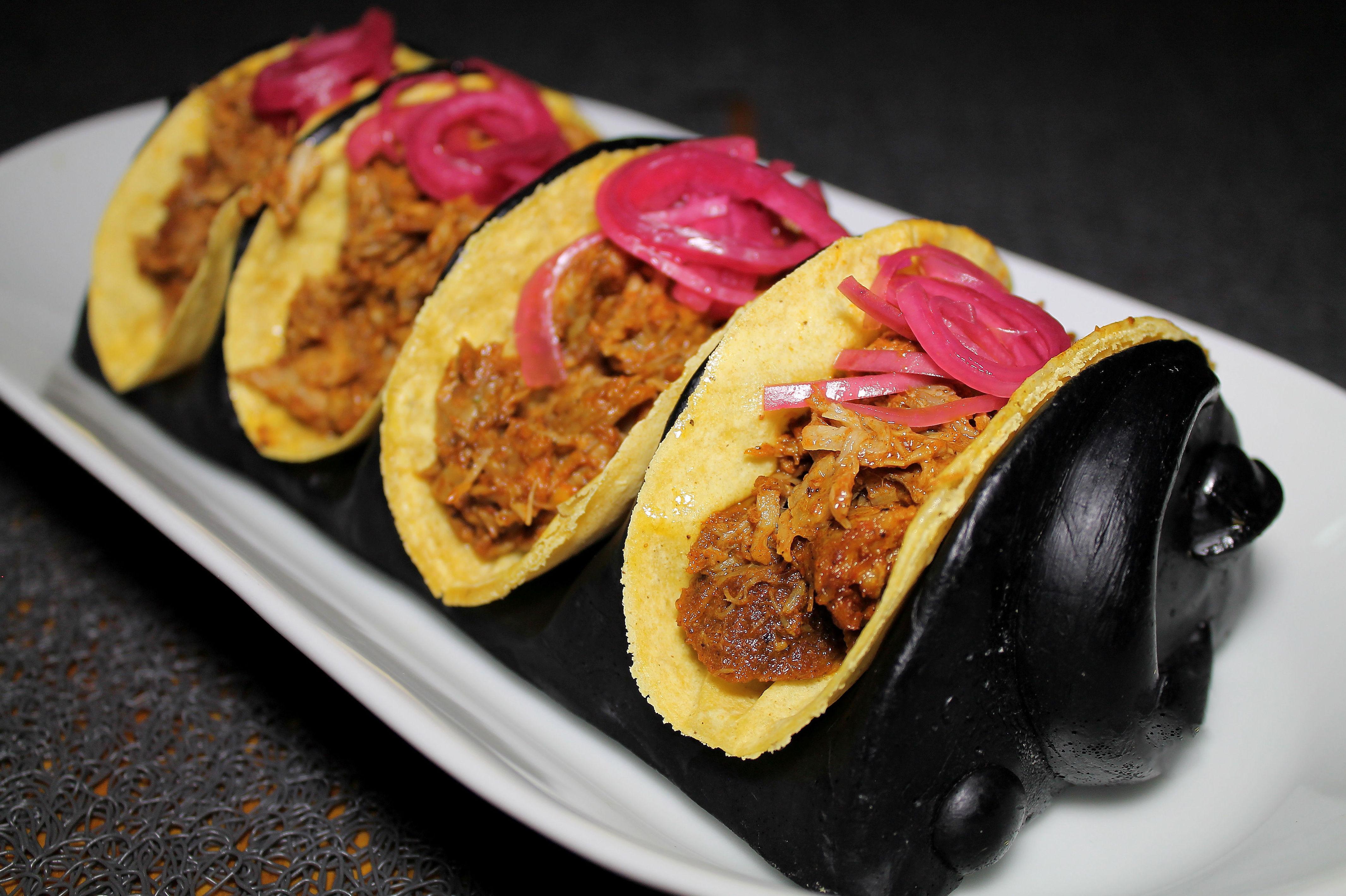Todos los ingredientes de nuestros tacos se elaboran en la cocina diariamente