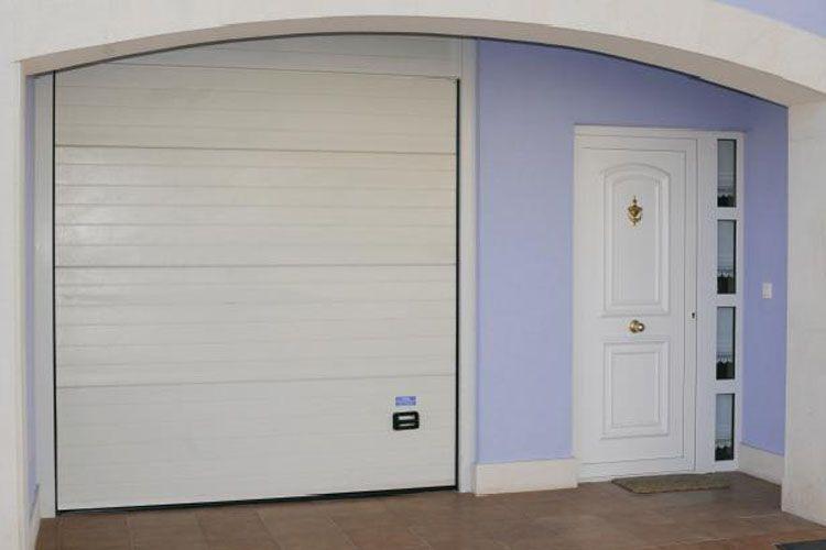 Puertas residenciales comunitarias en Gipuzkoa