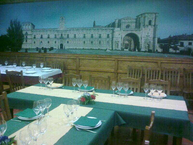 Foto 9 de Cocina tradicional en Valencia de Don Juan | Mesón Restaurante El Pesebre