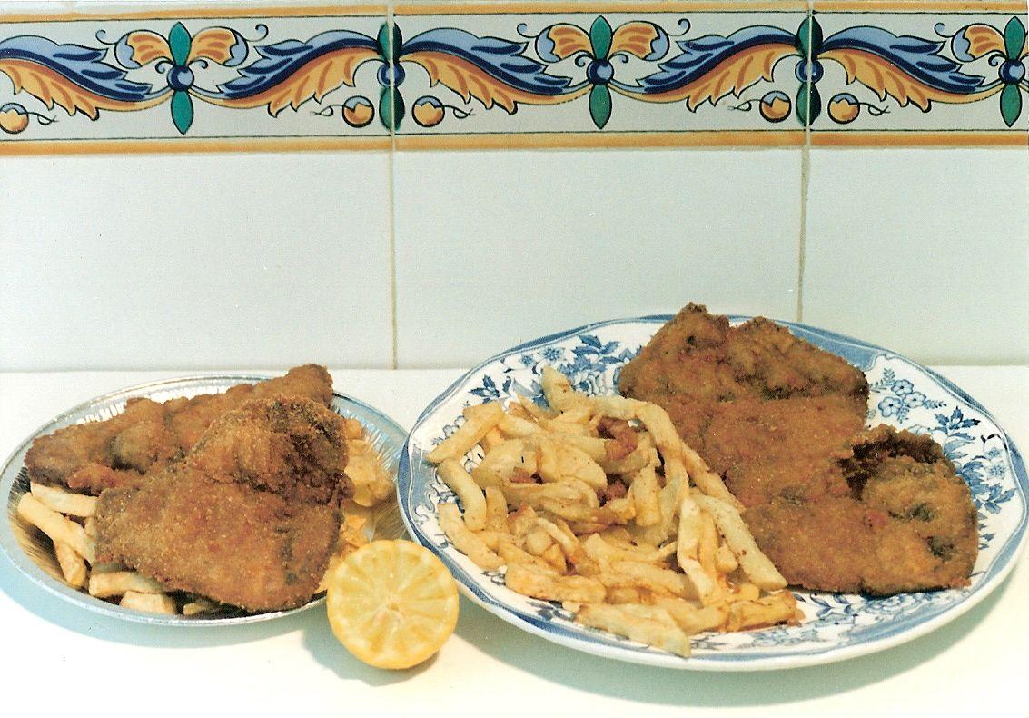 Filetes empanados de pollo con patatas fritas