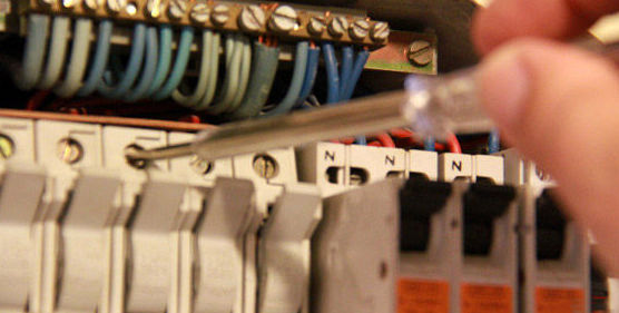 Electricidad: Servicios que Ofrecemos de Limpiezas C.B.