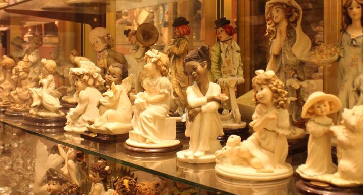 Figuras de cerámica artesanal decorativa